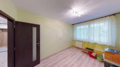 3 izbový byt, Poludníková ul., 2/8, kompletná rekonštrukcia, loggia