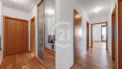 Century 21 Pressburg – Exkluzívny slnečný 3 izbový byt v nádhernom Parkville